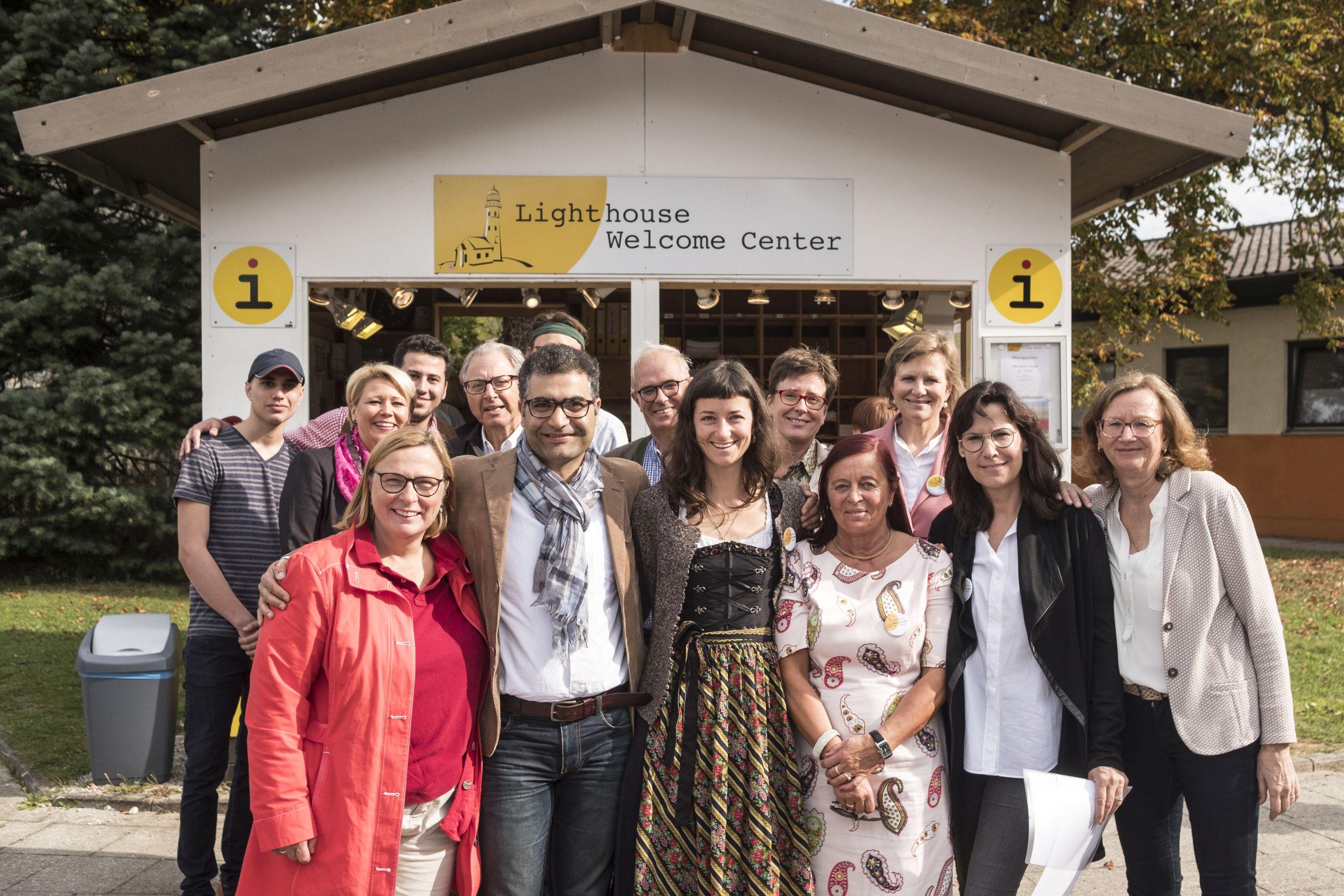 """Das """"Lighthouse"""" mit Mitarbeitern, Freunden und Organisatoren"""