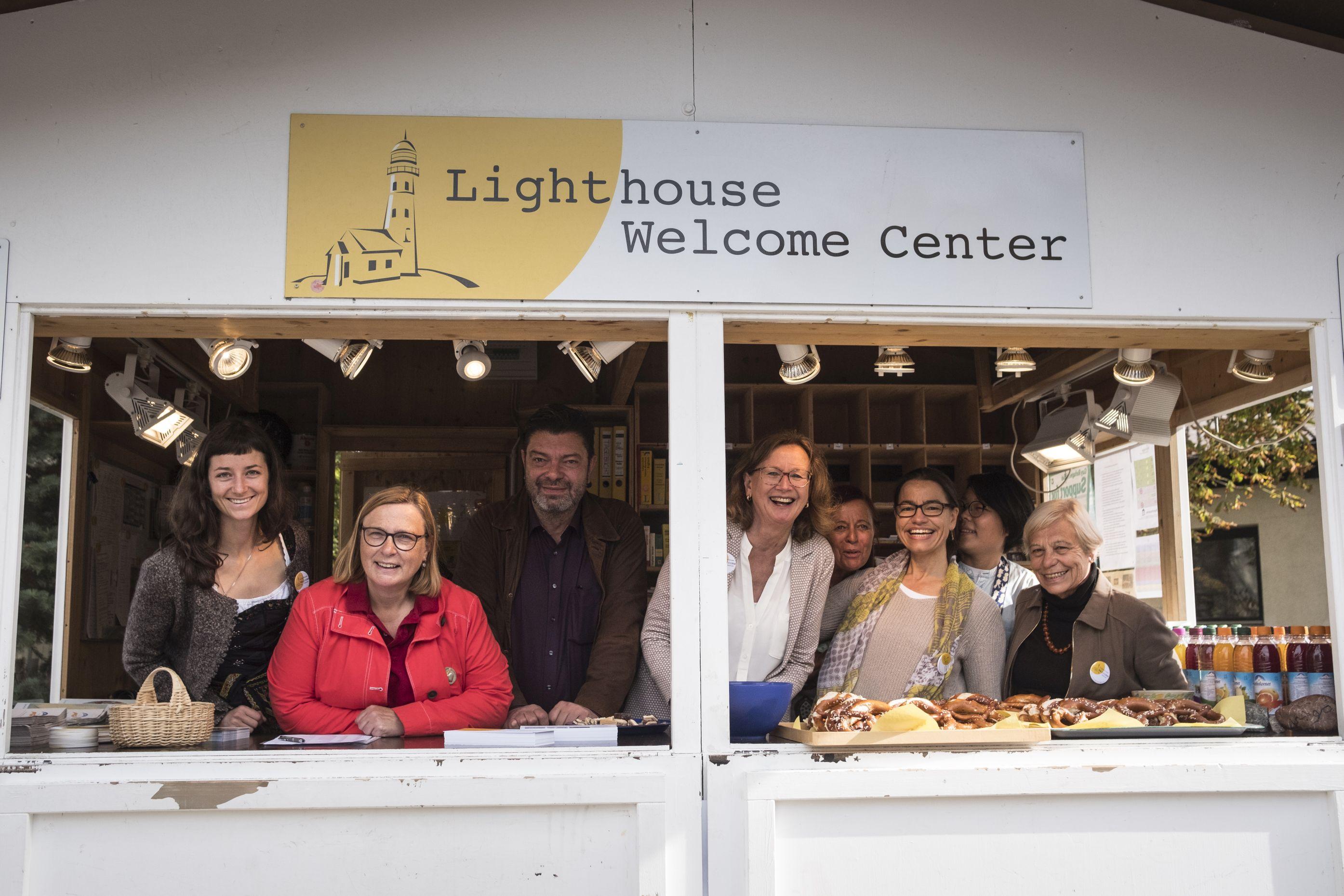 """Organisatoren des Projektes """"Lighthouse"""" der Bayernkaserne"""
