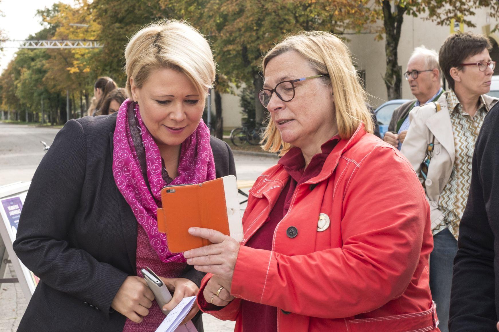 Andrea Betz (li) und Elisabeth Ramzews, Innere Mission München