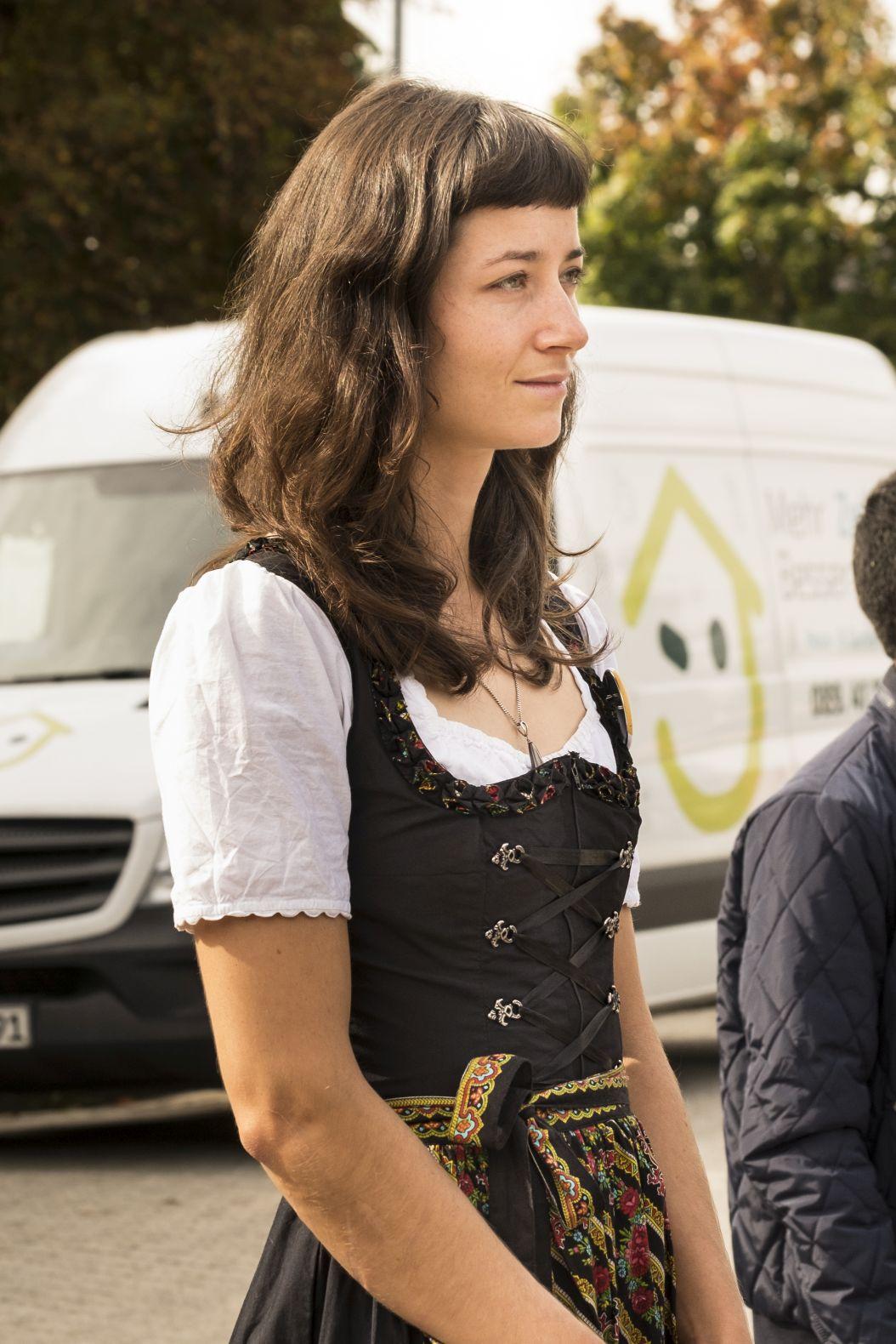 """Julia Meindl, Organisatorin des Projektes """"Lighthouse"""" der Bayernkaserne"""